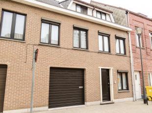 Bel-etagewoning gelegen tegen het centrum van Turnhout nabij scholen, winkels, openbaar vervoer en grote markt.Indeling: Inkomhal, garage, tuin, 3 sla