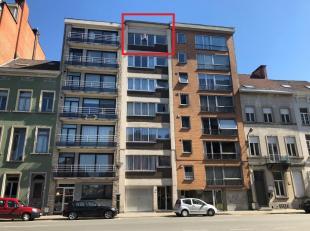 Mooi gerenoveerd 2-slaapkamer appartement op een uitstekende locatie! Ligging: Gelegen op wandelafstand van het station van Mechelen en op 10 minuutje