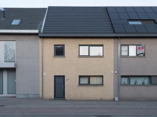 Prachtige recente energiezuinige woning met 3slpksen garage Ligging: De woning is goed gelegen, met alle voorzieningen(winkel, scholen,...) vlot berei