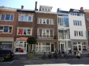 Goed gelegen en groot rijhuis in centrum Mechelen. Semi-casco afwerking met nieuwe elektriciteit, radiators, sanitair en videofonie op elk verdiep. No