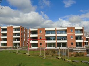OPENHUIZENDAG 9/3 VAN 10u tot 13u<br /> MODELAPPARTEMENT TE BEZICHTIGEN !<br /> Gelijkvloers appartement met een opp. van 132,92m² en terras !<br
