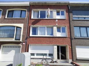 Gerenoveerd 2-slaapkamerappartement in rustige straat. Ligging: Het appartement is gelegen in een rustige zijstraat van de Ter Heydelaan nabij het gem