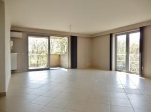 Perfect onderhouden en instapklaar, ruim appartement met 2 slaapkamers en zuidgericht terras! Uiterst comfortabel ingericht, ruime badkamer en aparte