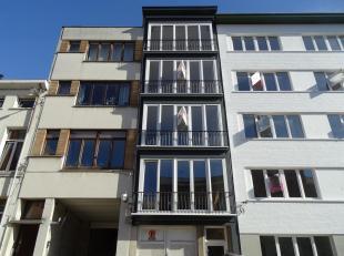 Prachtig gerenoveerd appartement!<br /> Ligging:Gelegen in een rustige straat nabij de Mechelsesteenweg en Sint-Vincentiusziekenhuis.<br /> Indeling:i