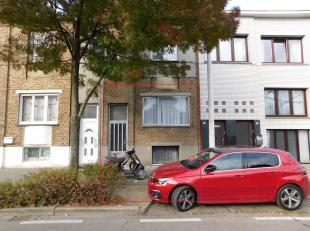 Op te frissenwoning met 2slpks. Heel goed gelegen, nabij grote invalswegen,openbaar vervoerencentrum Antwerpen op 10min. Alle voorzieningen zijn op wa