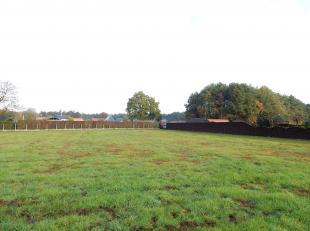 Ruim gelegen bouwgrond op perceel van 1.254 m² voor open bebouwing in een groene omgeving.<br /> Ligging: Vlotte bereikbaarheid naar zowel centru