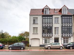 Luxueus ingericht gelijkvloersappartement met privétuin en 2 autostaanplaatsen.<br /> Deze woning omvat een inkomhal met vestiaire, een apart t