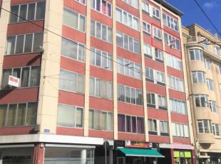 Volledig te renoveren 3 slaapkamer appartement<br /> Ligging:op een boogscheut van het Astridplein, zoo, centraal station en op wandelafstand van wink