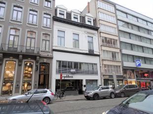 Luxueus gemeubeld appartement gelegen op centrale locatie.Ligging:Het pand is gelegen op de Appelmansstraat een straat die uitmond op de Keyserlei. He