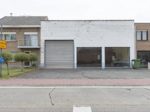 Ruime loods / Garage / Werkhuis van bijna 300m²<br /> Ligging: Op een steenworp van centrum Putte met alle voorzieningen rondom. De E19 Brussel-A