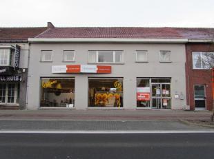 Ruim handelspand op drukke locatie!<br /> Locatie:<br /> Het pand is gelegen in de drukke Sint-Martinusstraat in het centrum van Retie. In de buurt va