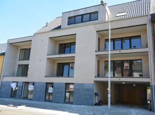 Appartement op de 1ste verdieping met autostaanplaats & berging. Indeling: Woonkamer met open keuken ,  overdekt terras met berging  , hal , apart