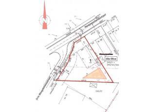 In het gehucht Zonderschot ligt deze mooie zuid-west georiënteerde bouwgrond met een oppervlakte van 904 m² . Apart vanwege de driehoekige v