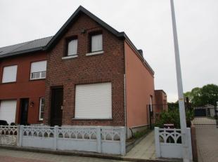 Deze woning is gelegen in het centrum van Beerzel en omvat op het gelijkvloers een inkomhal, woonkamer, keuken, badkamer en een slaapkamer. Op de verd
