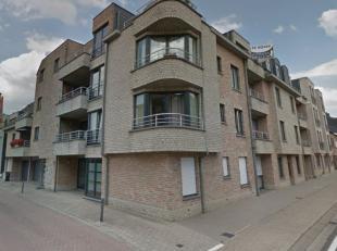 Dit appartement is gelegen in het centrum van Putte en bevind zich op de 2de verdieping die zowel met de trap als de lift bereikbaar is. Het apparteme