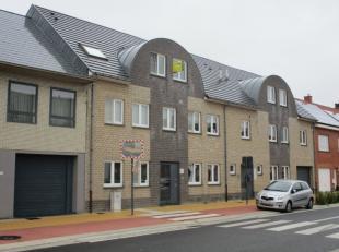 Goed onderhouden ruim appartement te Hulshout. Het appartement is gelegen op de 2de verdieping en omvat een inkomhal met apart toilet en wasplaats, ru