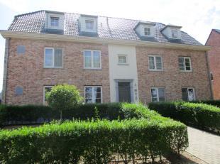 Het gebouw is gelegen op de baan tussen Heist-op-den-Berg en Mechelen. Het appartement bevindt zich op de 1ste verdieping en omvat een inkomhal/nachth