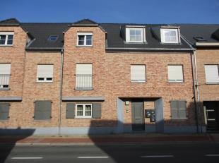 Dit recent appartement met 2 slaapkamers is gelegen nabij het centrum van Berlaar. Het ligt ook op wandelafstand van het station en omvat een inkomhal