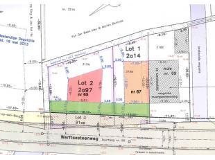 Goedgekeurde bouwgrond voor open bebouwing (lot 2 = huisnr 65) met een bouwbreedte van 9,57m en diep rechts 9,79m en links 6,22m. Gelegen op 500m van