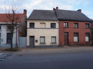 Instapklare woning met 3 slaapkamers in het centrum van Westmeerbeek. Nieuwe gaswandketel.Indeling gelijkvloers: inkomhal, berging, living, open keuke