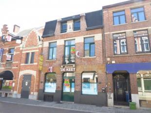 Herenhuis met beschermde voorgevel bestaande uit een handelsgelijkvloers met bijhorende woonst op toplocatie midden in het centrum van Aarschot . Idea