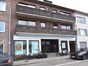 De onverdeelde helft van een multifunctioneel kantoorgebouw met ruim archief in het centrum (voorheen zakenkantoor Verlinden).<br /> Groot:l 272m&sup