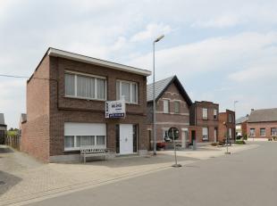 Gezinswoning met o.a. 3 slaapkamers, overdekt terras, tuin en zijingang voor fiets. EPC = 695.<br /> Uitstekende locatie!<br /> <br /> <br /> Voor int