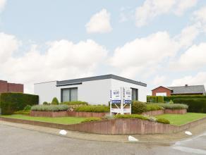 Deze instapklare villa ligt net buiten het commerciële centrum van Heist-op-den-berg.<br /> In 2009 werd ze grondig gerenoveerd met nieuwe keuken