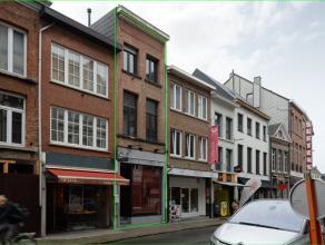 Dit volledig in hoogkwaliteit gerenoveerde appartement is gelegen in het hartje van Lier.<br /> Omvat op het gelijkvloers: Inkomhal, salon, eetplaats,