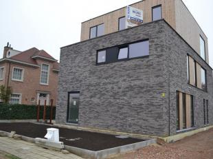 Dit in afwerkfase zijnde dakappartement (loft) heeft een oppervlakte van ongeveer 115m² (inclusief dakterrassen), ligt op wandelafstand van de Gr