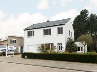 Zeer leuke en ruime woning op een prachtige grond van bijna 1000 m².<br /> Vlakbij het centrum van Nijlen<br /> Omvat op het gelijkvloers: inkom,