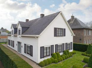 Instapklare  en zeer ruime villa met o.a. 4 ruime slaapkamers, dressing, bureel, 2 badkamers, veranda, kelder, zolder, overdekt terras en tuin. Uitste