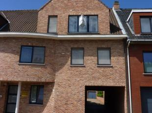 Dit mooi duplex appartement met een zeer groot terras, goed gelegen vlakbij het centrum van Nijlen.<br /> Op de tweede verdieping bevindt zich de woon