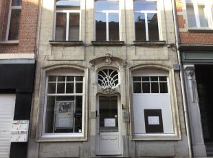 Dit handelspand is gelegen in het hartje van Lier.<br /> De toplocatie biedt meerdere mogelijkheden.<br /> Het voormalig bankkantoor is uitgerust met