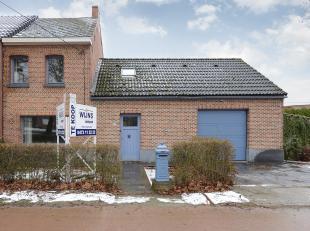 Deze charmante halfopen bebouwing is gelegen aan de verbindingsbaan Mechelen - Heist-op-den-Berg.<br /> Als we deze driegevelwoning betreden komen we