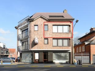 Dit op enkele meters van de markt te Berlaar gelegen appartement omvat: inkomhal, gastentoilet, living, eetkamer, keuken, berging, badkamer, 2 slaapka