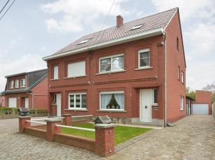 Deze woning (half-open bebouwing) is gelegen in een rustige zijstraat niet ver van het centrum van Rillaar. Het heeft een zeer vlotte verbinding naar