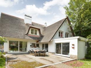 Deze charmante villa, gelegen nabij invalswegen naar Brussel en Antwerpen, bevindt zich in een rustige omgeving. De woning heeft een authentieke uitst