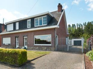 Deze woning is goed gelegen in een rustige woonwijk in Putte op de grens met Berlaar, vlakbij winkels en openbaar vervoer. <br /> <br /> Deze halfopen