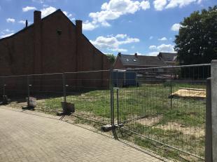 Goed gelegen bouwgrond voor open bebouwing, in een rustige straat in het centrum van Beerzel, vlakbij winkels, scholen en openbaar vervoer. <br /> <br
