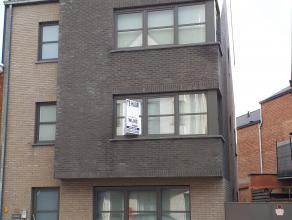 Dit recent en instapklaar appartement is gelegen in het centrum van Putte.  <br /> <br /> Op de eerste verdieping bevindt zich een recent en uiterst v
