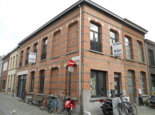 Instapklaar en volledig nieuw appartement met o.a. 3 ruime slaapkamers en aparte inkom. Uitstekende ligging! EPC = 575. Voor verdere info of afspraak