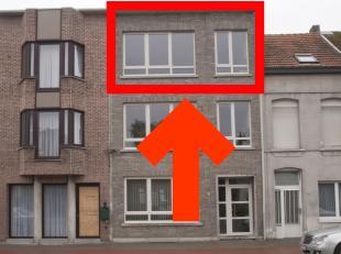 Ruim appartement met 2 slaapkamers op de tweede verdieping van een kleine residentie.<br /> Kort bij station, winkels, scholen en openbaar vervoer.<br