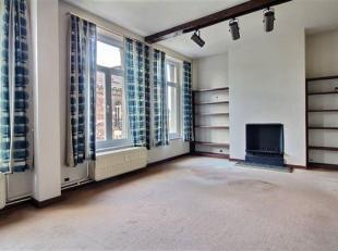 Lumineux et spacieux appartement pouvant être aménagé en bureaux de + de 100 m² situé dans le centre-ville de Dinant;