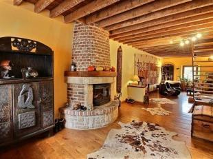 Amoureux du calme et de la campagne, venez découvrir cette maison disposant de chambres dhôtes située à Winenne (BEAURAING)