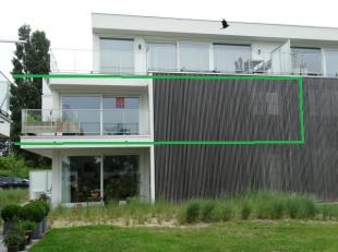 Luxe bemeubeld appartment (1ste verdiep) gelegen in het mooie River Valley complex , Nieuwpoort stad.<br /> Het omvat een inkomhal met vestiaire, san