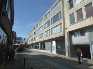 Dit dakappartement is gelegen in een rustig straat in het centrum van Turnhout, vlakbij de grote markt. Via het ruime terras heeft men uitzicht over e