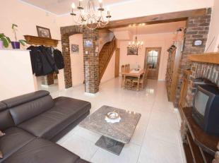 Agréable maison 3 chambres comprenant: Au rez: Salon, salle-à-manger, cuisine, salle de bains. Au 1er: 3 chambres. Au 2ème: Greni