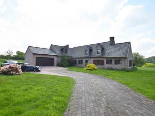 Située sur la commune de CERFONTAINE, Villa EXCEPTIONNELLE sur 1ha23 avec piscine comprenant: Hall d'entrée, salon, salle-à-mange