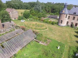 Superbe propriété sur 83ares au cœur d'un incroyable château. Cette maison née de la division du château comprend: Au